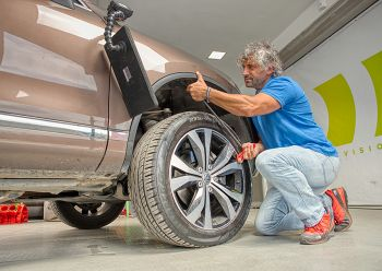 Какво е необходимо да знаем за ремонта на автомобил, пострадал от градушка